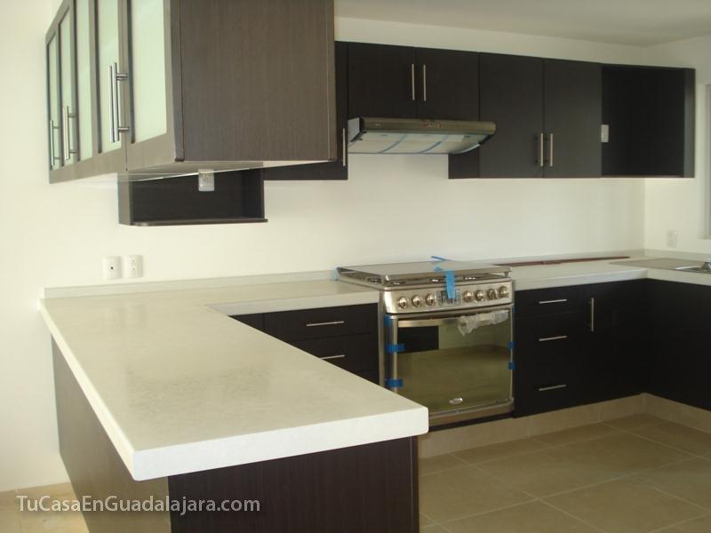 Cocinas de casas en guadalajara zapopan y tlajomulco for Cocinas integrales colores modernos